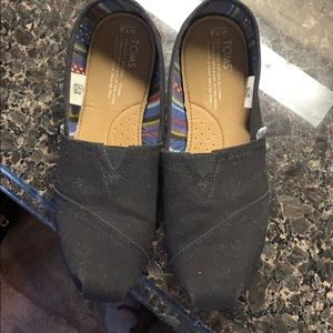 Black Toms worn twice! Great Condition.
